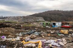 Iako-je-deponija-Desetine-u-naselju-Moluhe-kod-Tuzle-predvidena-za-komunalni-otpad-na-njoj-ima-i-industrijskog-i-opasnog-otpada