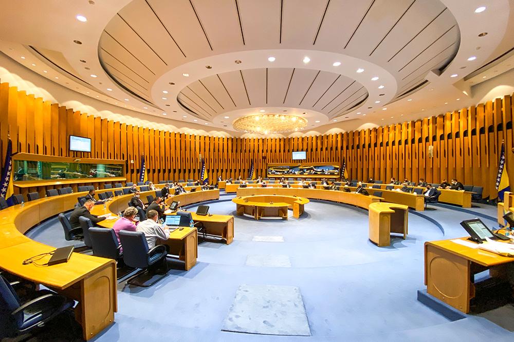 Najviše novca je isplaćeno državnim parlamentarcima koji imaju moć da odlučuju o uštedama u državi - njih desetero je dobilo dvije trećine ukupnog iznosa (Foto: CIN)