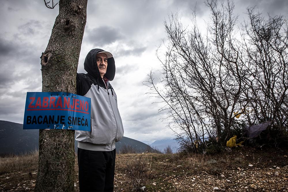 Penzioner Smajo Hodžić je skupa sa sinovima protestovao tražeći zatvaranje deponije zbog čega su dobili prekršajne prijave (Foto: CIN)